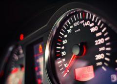 Unia chce blokować maksymalną prędkość w samochodach
