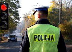Policjant na skrzyżowaniu. Ten film pomoże ci przebrnąć testy na prawo jazdy